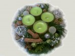 Zelenkavý adventný veniec v keramike