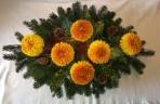Veľký oválny aranžmán s chryzantémami