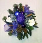 Fialovoprírodný vianočný aranžmán