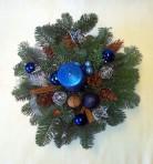 Modrý vianočný aranžmán