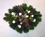 Bielosmotanový vianočný aranžmán