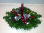Striebornobordový vianočný aranžmán