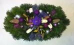 Fialovostrieborný vianočný aranžmán